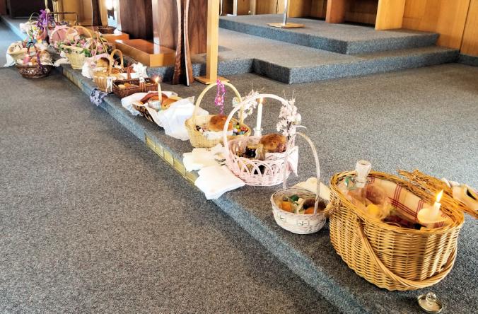 2018-Easter.basket.blessing