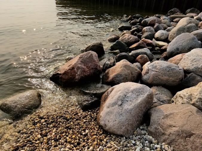 20180811.beach.rocks