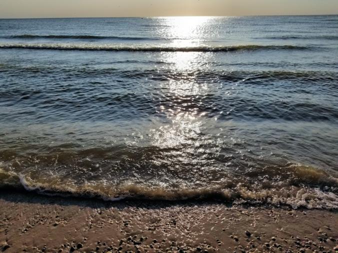 20180815.beach.waves